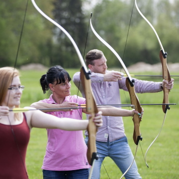 Shooting recurve bows